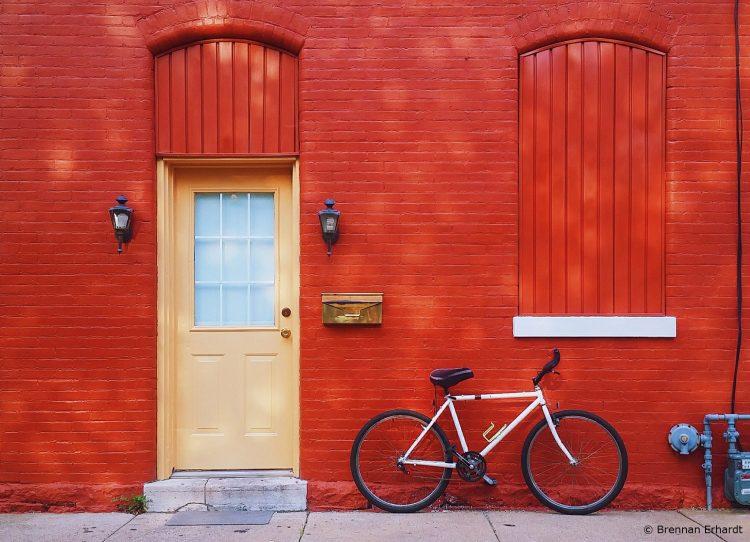 Haus mit roter Klinker-Fassade